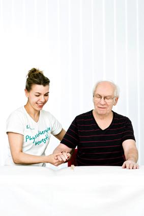 schlaganfall-perfetti-therapie-bei-armlähmung